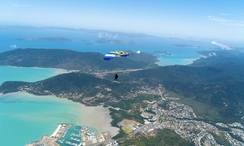 Airlie Beach up to 15,000ft Tandem Skydive Thumbnail 2