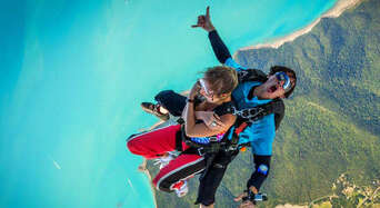 Airlie Beach up to 15,000ft Tandem Skydive Thumbnail 1